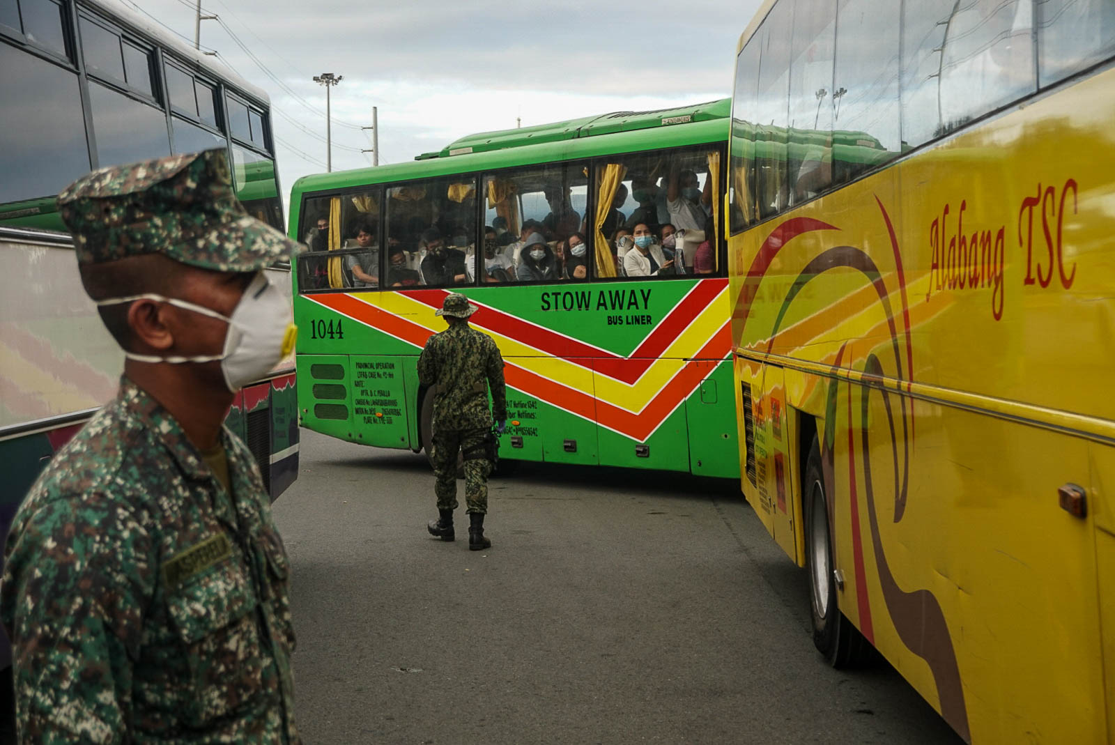 CHECKPOINT. Policemen conduct quarantine checks on commuters in public transportation vehicles at the Cavitex exit in Parau00f1aque City on March 16, 2020. Photo by Dante Diosina Jr/Rappler