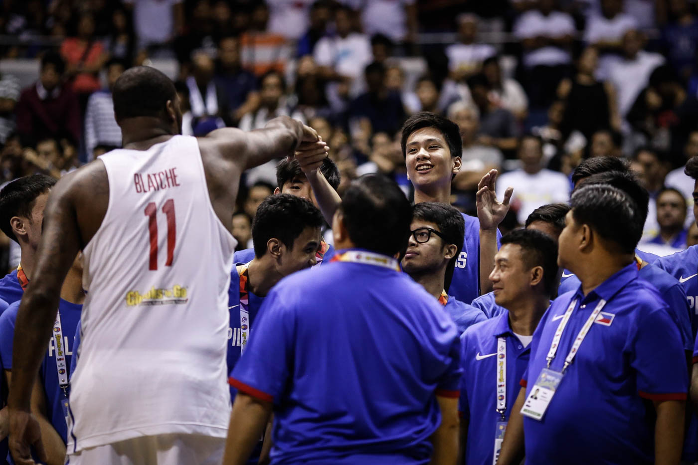 PRESENT, FUTURE. Andray Blatche shakes hands with Batang Gilas star Kai Sotto as the U16 winners were also awarded. Photo by Josh Albelda/Rappler