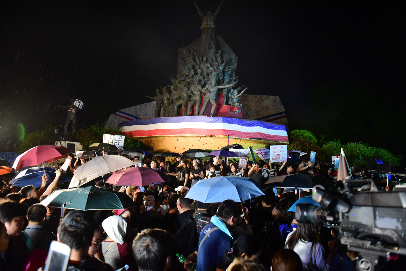 DEMONSTRATION. Marcos burial protesters gather at the People Power Monument on November 18, 2016.