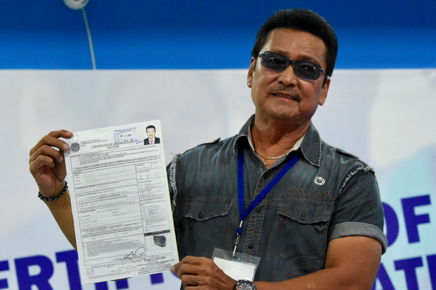 Manuel 'Lito' Lapid files his Certificate of Candidacy for Senator at the Comelec office in Manila on October 15, 2018. Photo by Angie de Silva/Rappler