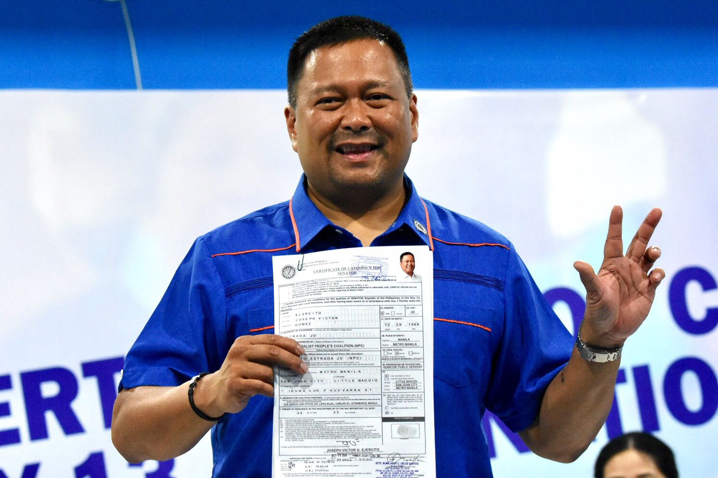Sen. JV Ejercito files his Certificate of Candidacy at the Comelec office in Manila on October 15, 2018. Photo by Angie de Silva/Rappler