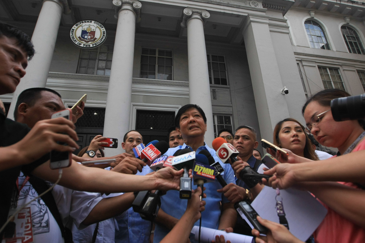 PROTEST. Former senator Ferdinand 'Bongbong' Marcos Jr pays a cash deposit of P36 million to the Supreme Court sitting as Presidential Electoral Tribunal for his electoral protest against VP Leni Robredo. Photo by Jasmin Dulay/Rappler