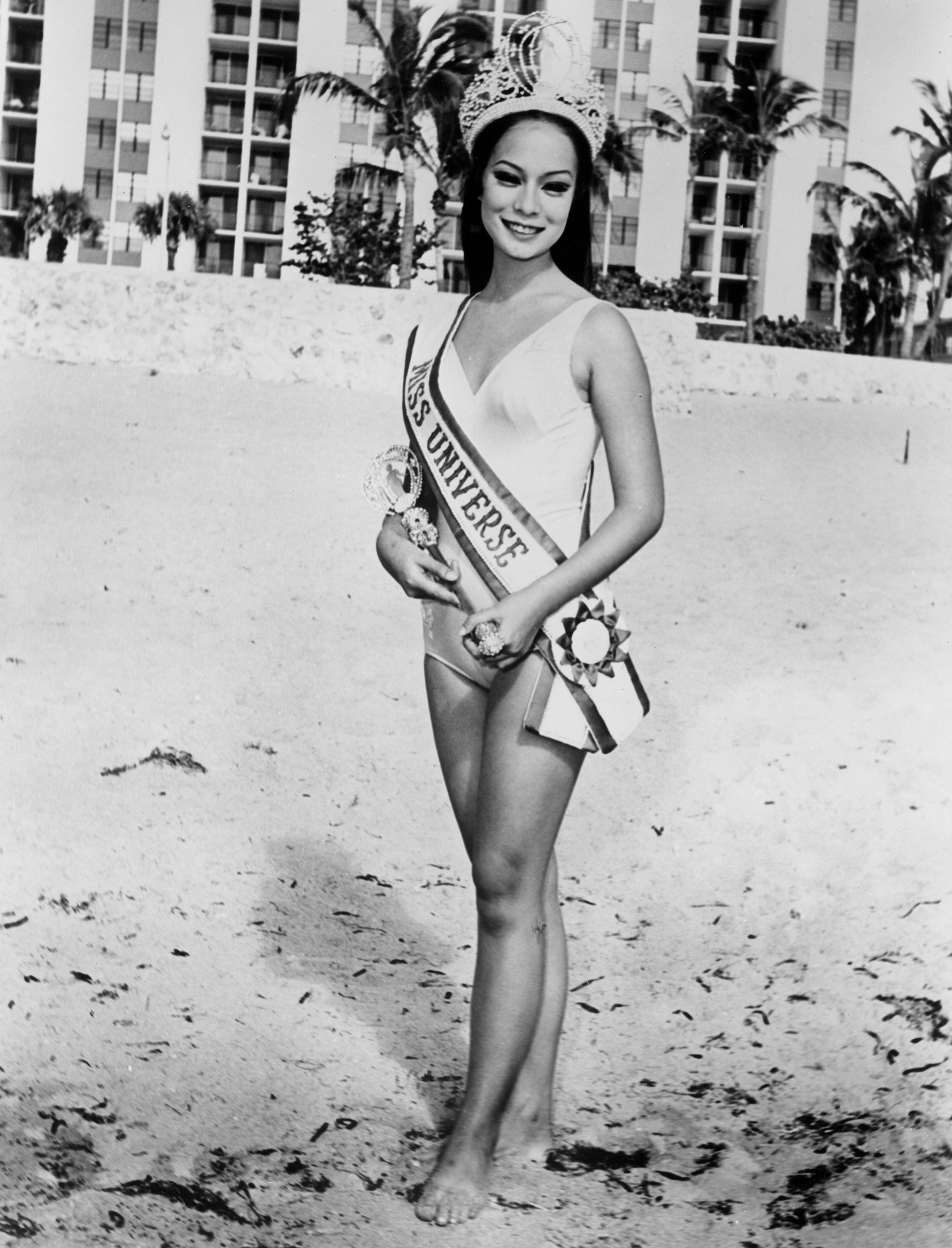 ICON. Gloria poses for photographers the day after she won her title in 1969. Photo from the Miss Universe Organization