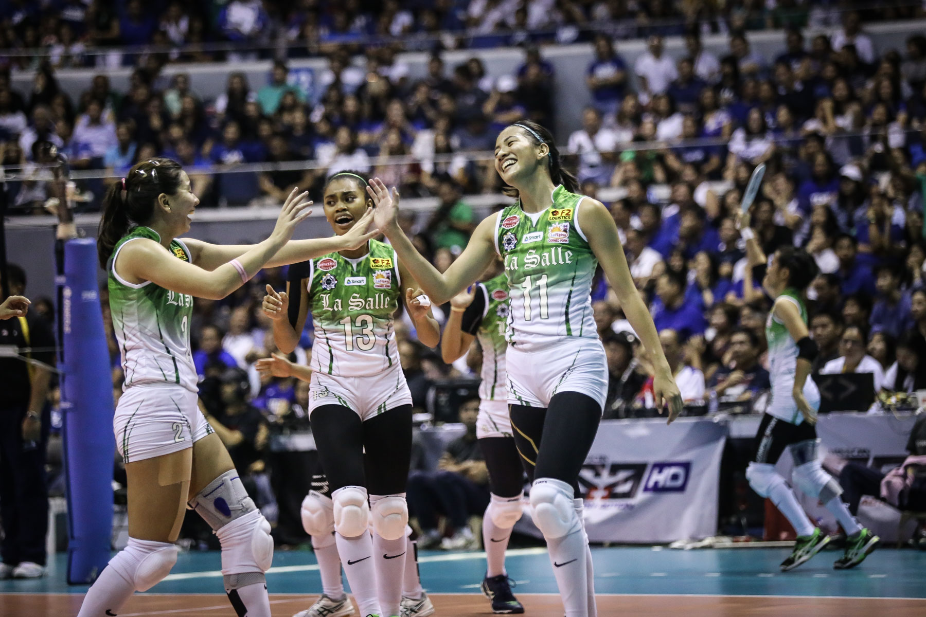BACK-TO-BACK. The De La Salle Lady Spikers win the UAAP Season 79 women's volleyball title after sweeping the Ateneo Lady Eagles. Photo by Josh Albelda/Rappler