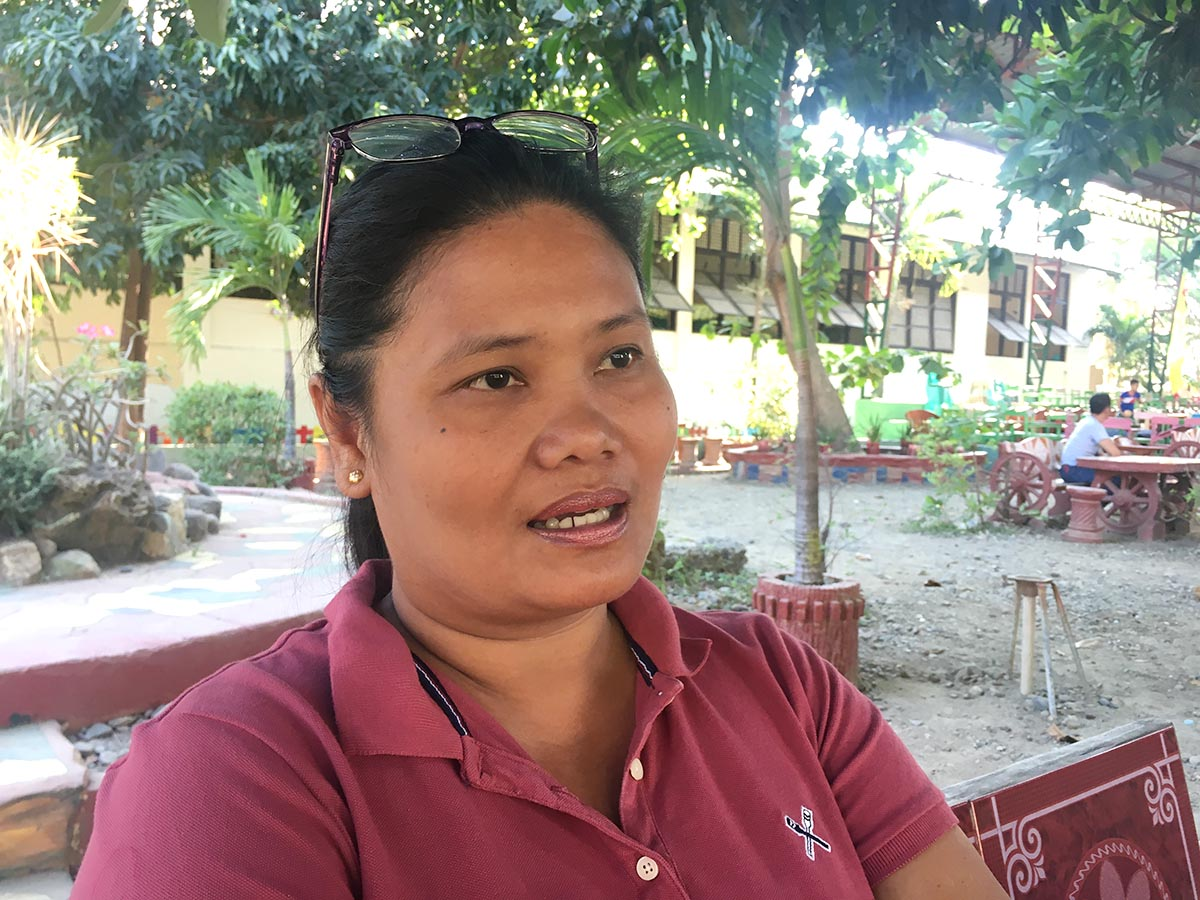 GRAD ORGANIZER. Bagcal proudly talks about the special graduation her school organized for the Zamboanga delegation to the Palarong Pambansa 2018. Photo by Mara Cepeda/Rappler