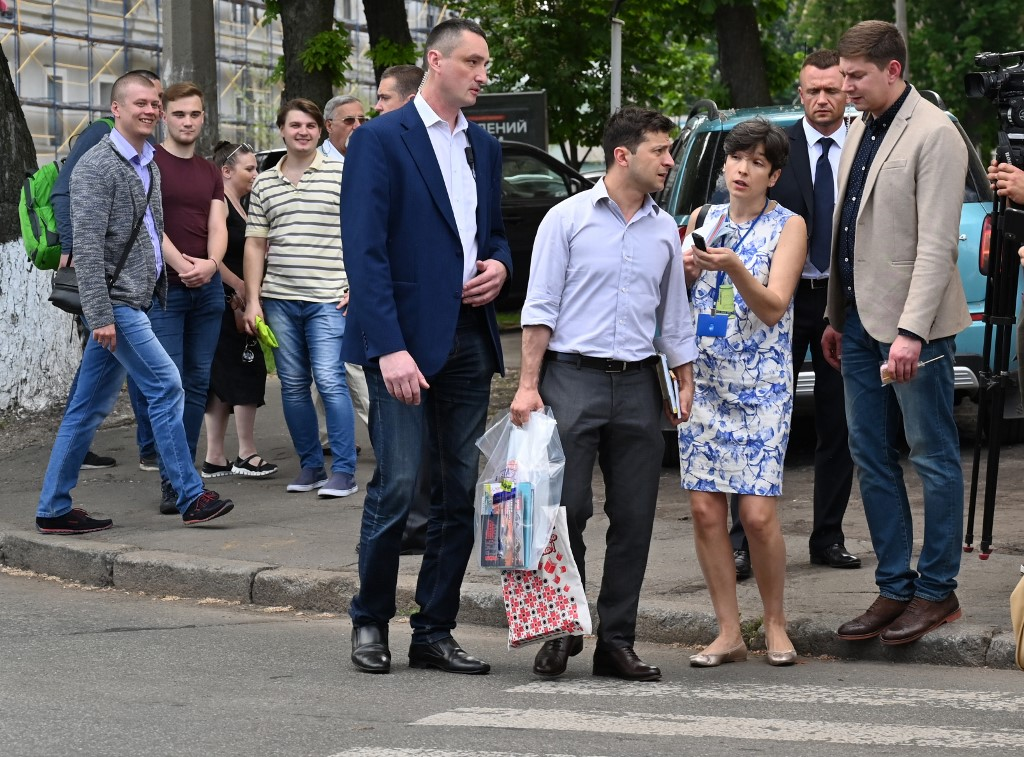 ZELENSKY. Ukraine's new President Volodymyr Zelensky (C) answers questions from an AFP journalist as he walks along a street following a visit to the IX International Book Festival 'Book Arsenal' in Kiev on May 23, 2019. Photo by Sergei Supinsky/AFP