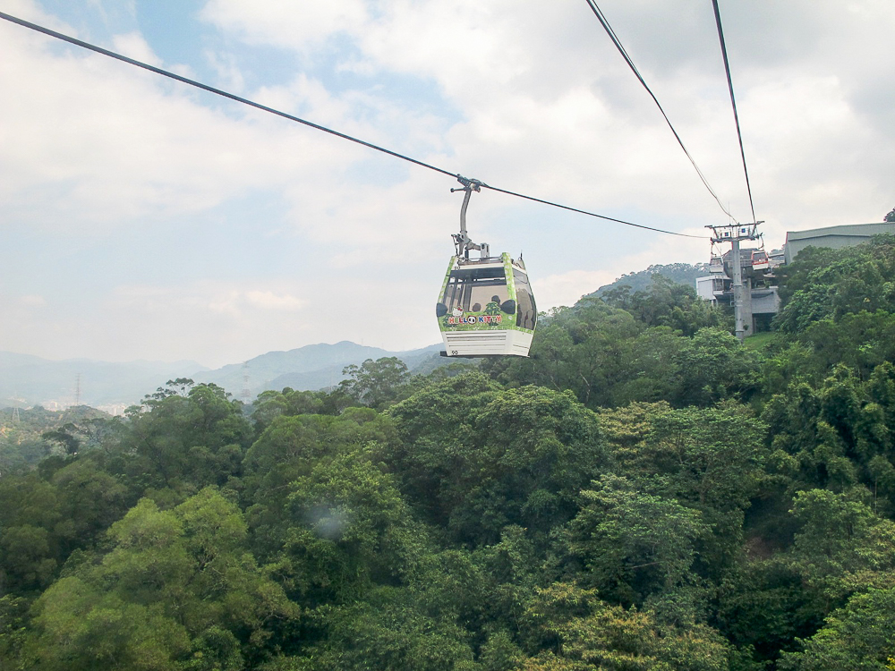 FLY THROUGH THE AIR. Experience riding the Maokong Gondola. Photo by Nikka Sarthou-Lainez