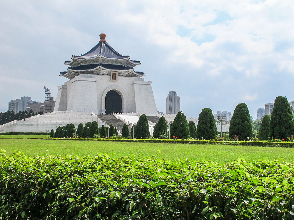 MAKE A STOP. The Chiang Kai-Shek Memorial Hall. Photo by Nikka Sarthou-Lainez