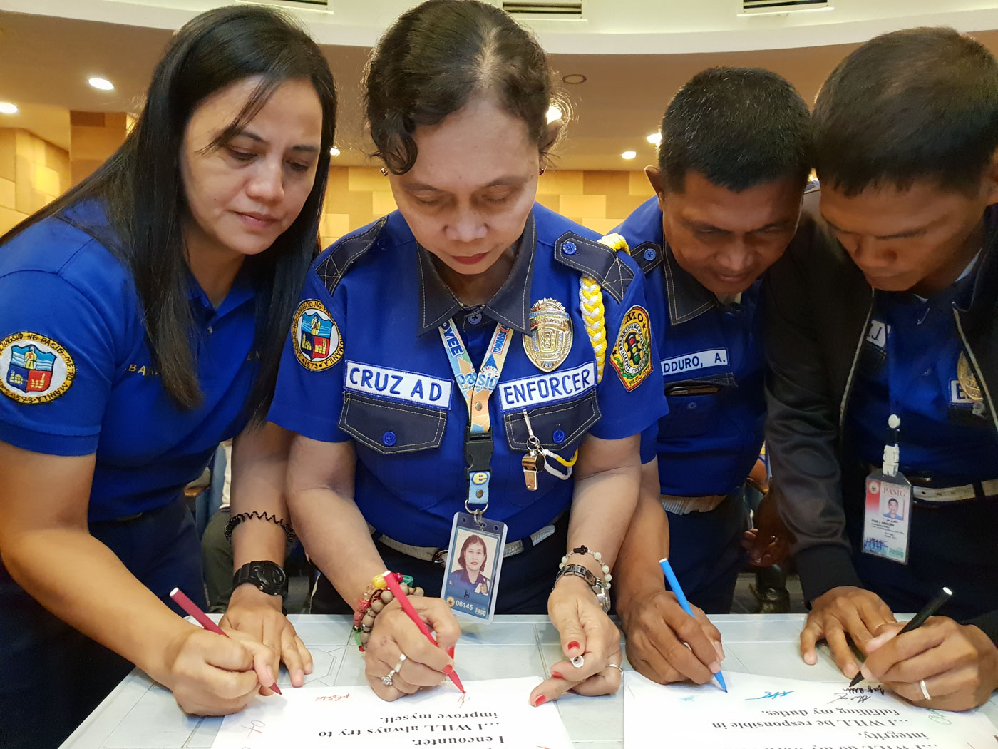 COMMITMENT. Pasig City's traffic enforcers vow to be professional at their jobs, spurred by the possibility of getting permanent contracts. Photo by JC Gotinga/Rappler