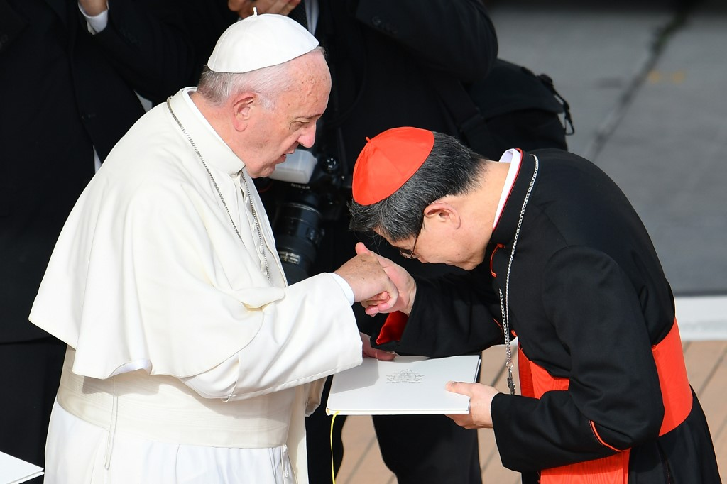 CARDINAL TAGLE. Pope Francis (L) greets cardinal Luis Antonio Tagle of the Philippines after the celebration of a mass marking the end of the Jubilee of Mercy, on November 20, 2016 in Vatican. File photo by Vincenzo Pinto/AFP