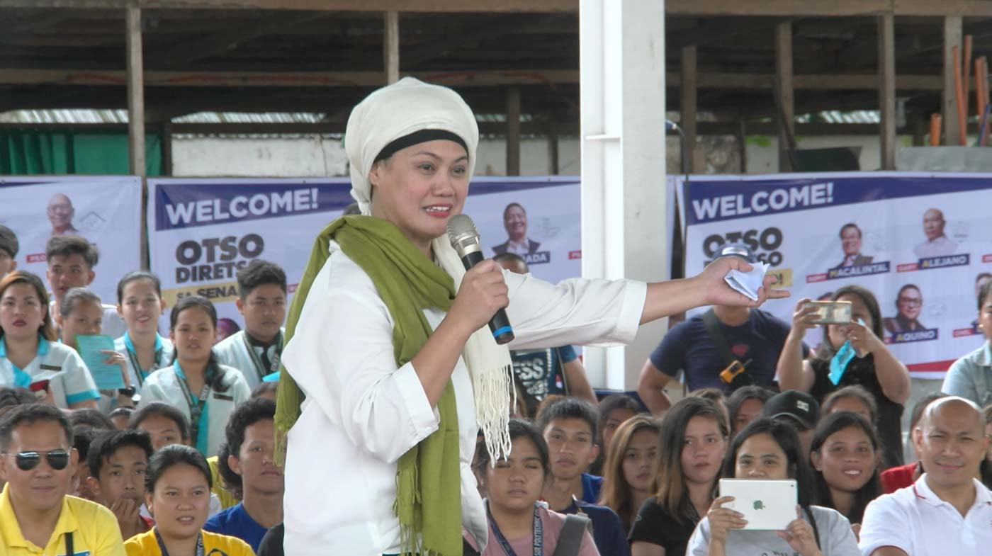 PEACE AND RESPECT. Otso Diretso senatorial candidate Samira Gutoc teaches a thing or two about peace and faithfulness to students ahead of Valentine's Day. Rappler screenshot