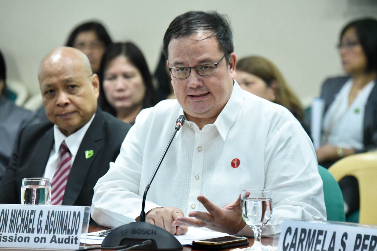 COA BUDGET. Commission on Audit Chairman Michael Aguinaldo answers questions from the panel during the Senate hearing on COA's proposed 2020 budget on September 18, 2019. Photo by Angie de Silva/Rappler