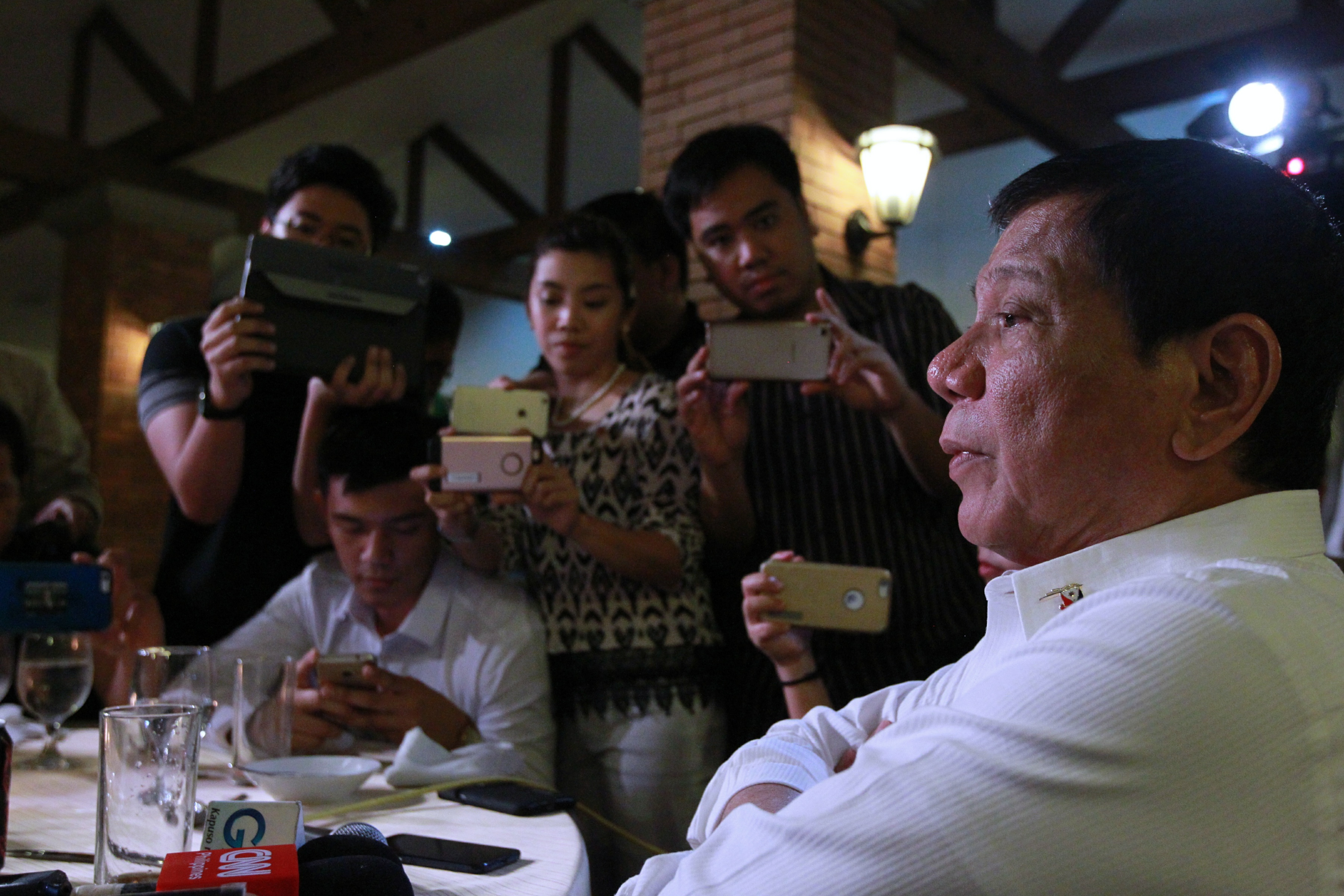 MEDIA NIGHT. President Duterte talks casually to journalists during a dinner he hosts for them on November 15, 2016. Photo by Ace Moradante/Presidential Photo