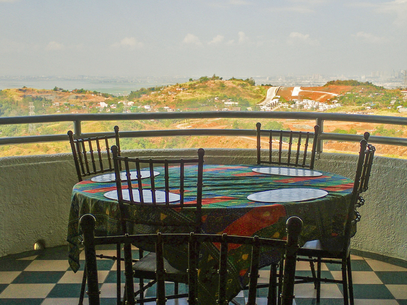 MOUNTAINSIDE DINING. Enjoy your food while taking in the view.