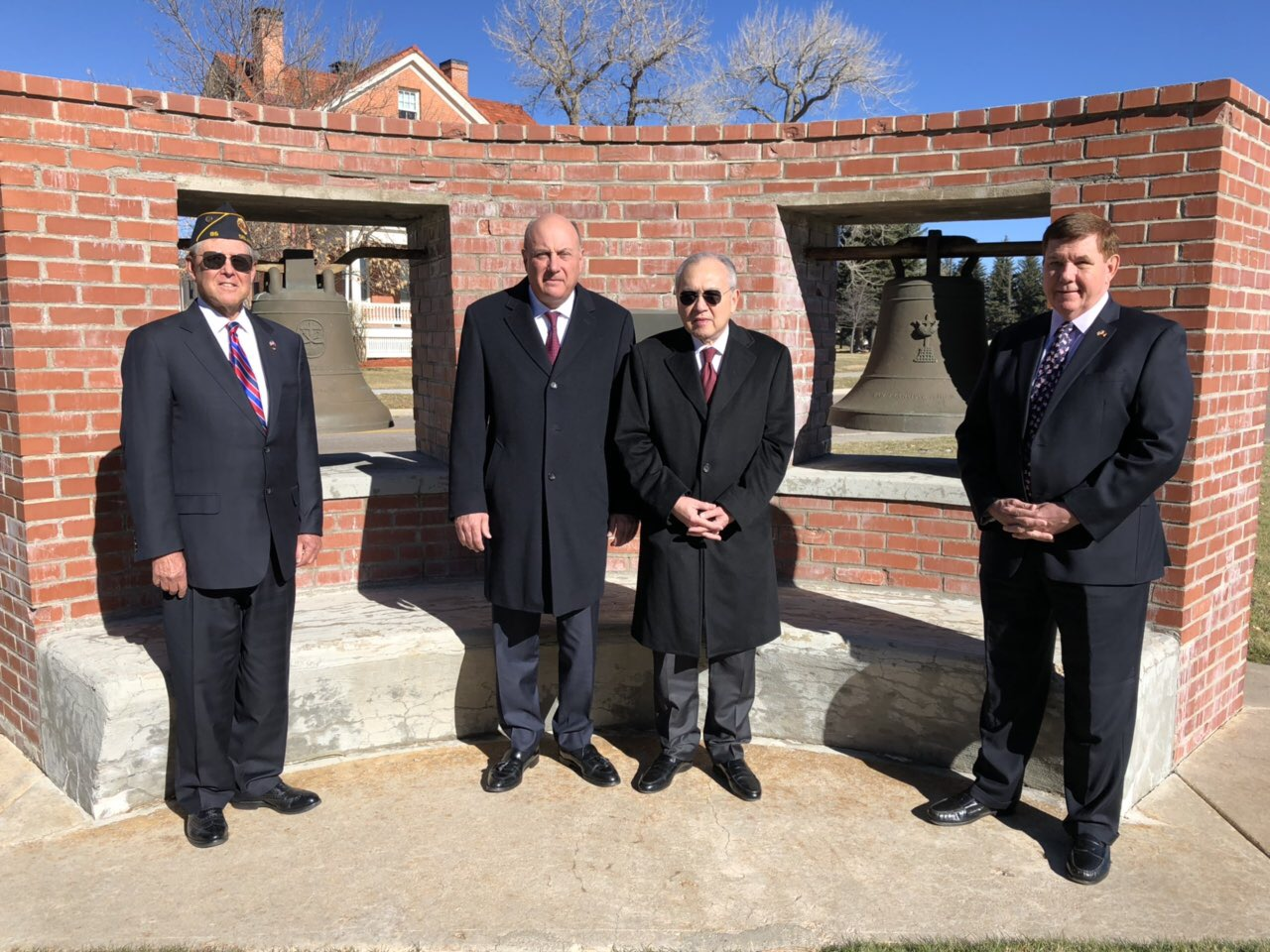 FILIPINO ENVOY. Philippine Ambassador to the US Jose Manuel Romualdez (3rd from left) poses with retired American captains and an honorary consul before the historic Balangiga Bells. Photo by Gunther Sales/Philippine embassy in Washington DC
