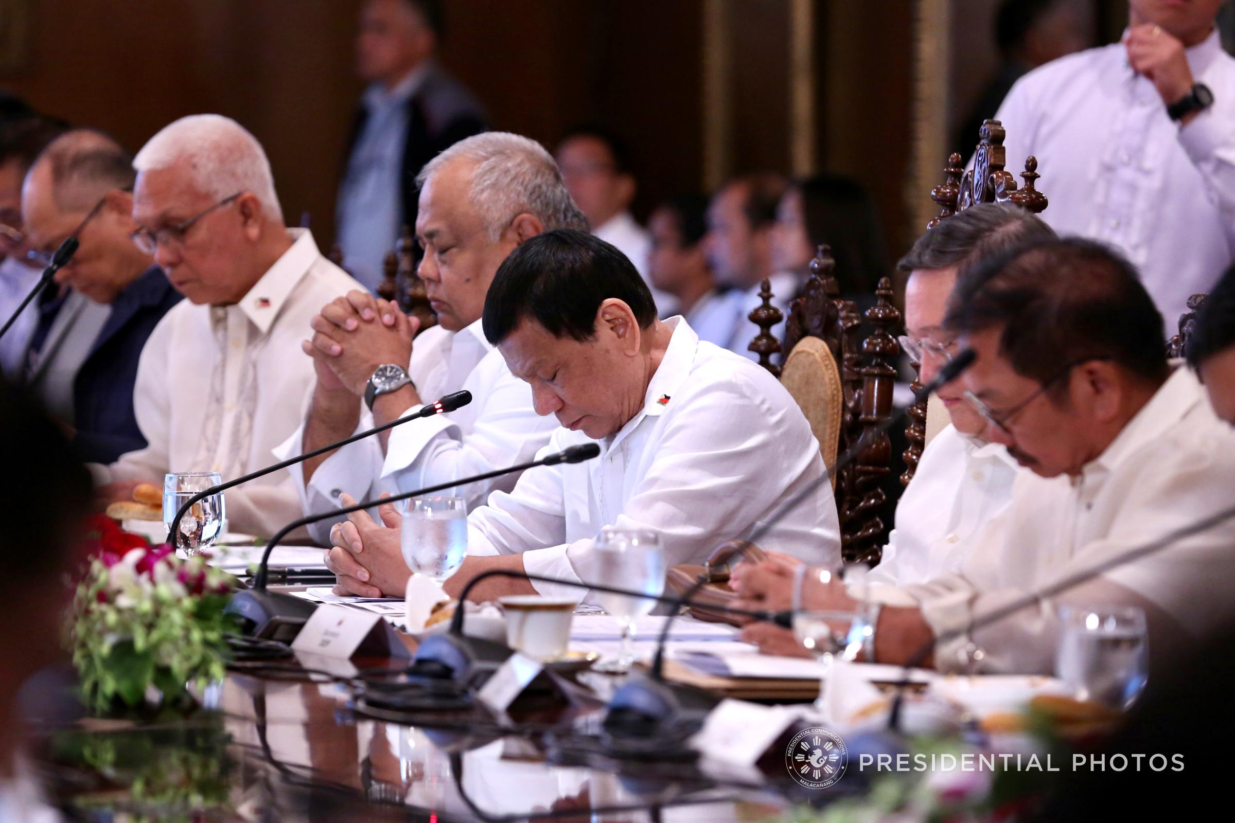BORACAY'S FATE. President Rodrigo Duterte and his Cabinet tackle proposals on Boracay during the 24th Cabinet Meeting on April 4. Malacau00f1ang photo