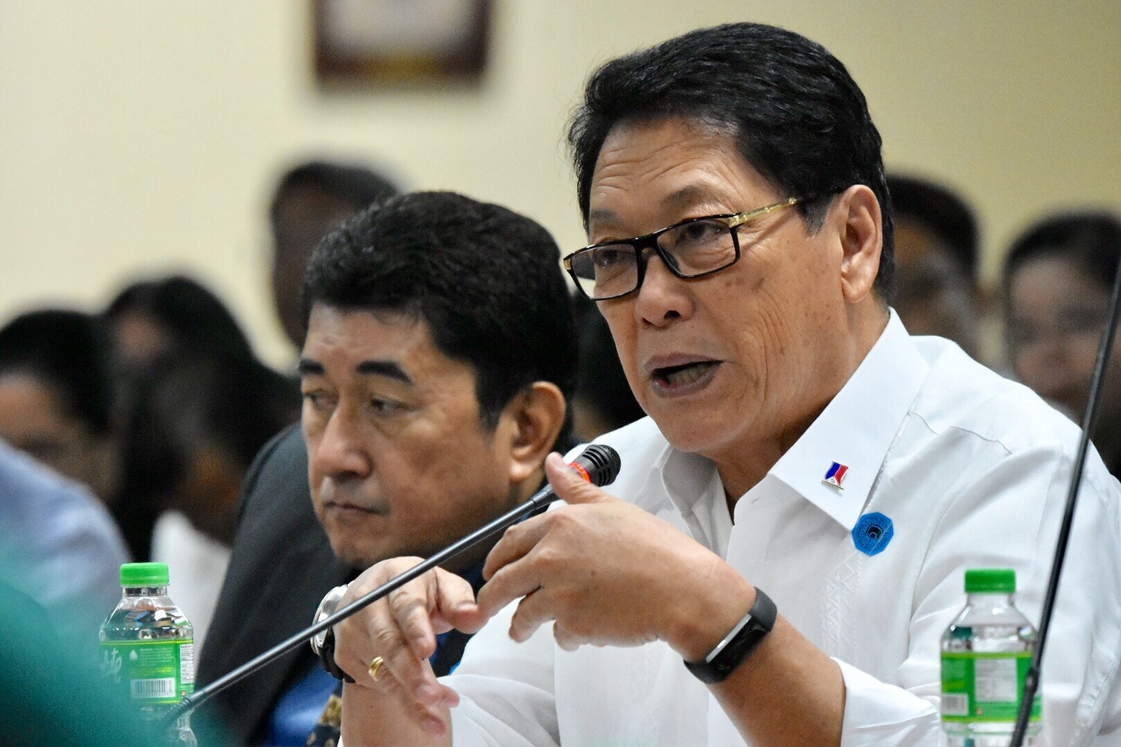 WORKERS' PLIGHT. Labor Secretary Silvestre Bello III gives updates on the welfare of overseas Filipino workers at a Senate hearing on May 23, 2018. Photo by Angie de Silva/Rappler