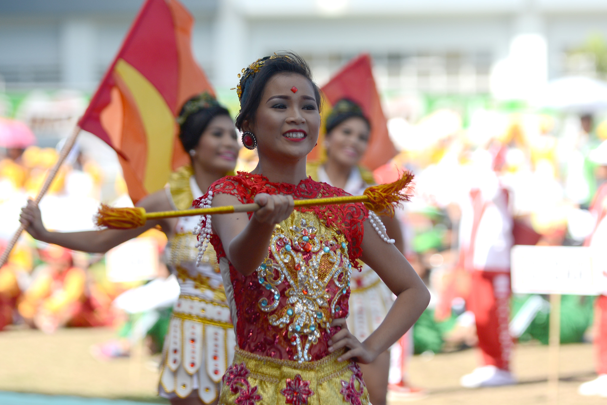PERFORMANCE. A performer at the Palaro closing ceremony. Photo by Roy Secretario/ Rappler