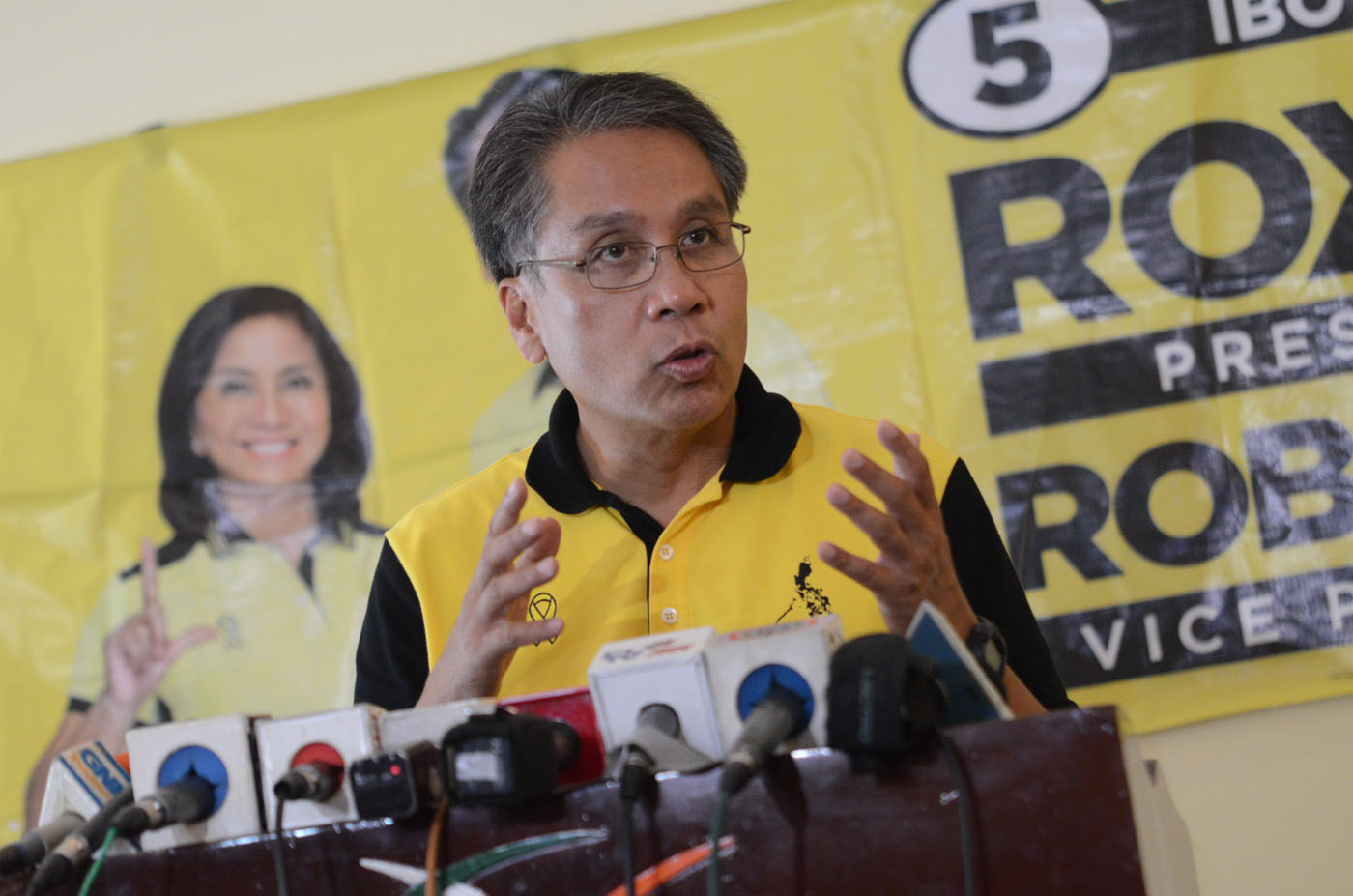 SURVEYS. Mar Roxas in a campaign sortie. File photo by Alecs Ongcal/Rappler
