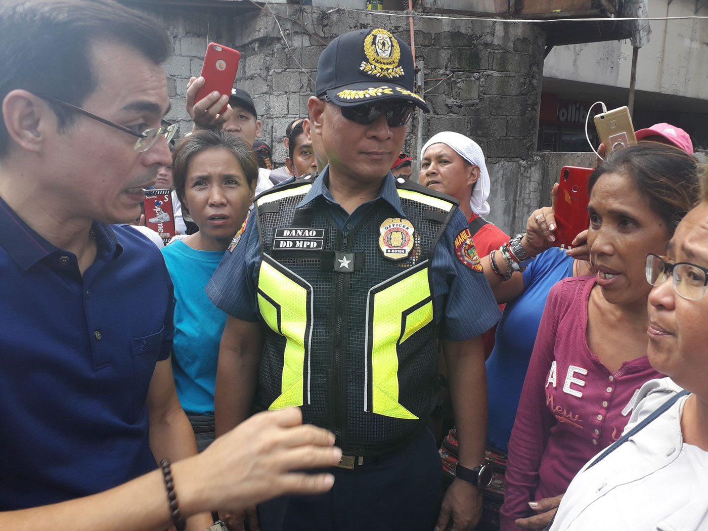 DIALOGUE. Mayor Isko Moreno talks to street vendors displaced by clearing operations in Manila. Photo from the Manila Public Information Office