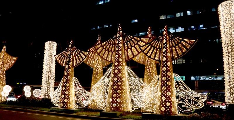 CHRISTMAS LIGHTS. This year's Christmas lights along Ayala Avenue highlights Filipino artistry.