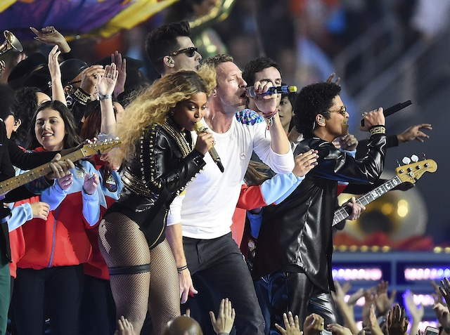 CELEBRATION. Bruno Mars (R), Chris Martin (C) and Beyoncu00e9 (L) perform during the halftime show of the NFL's Super Bowl 50 between the AFC Champion Denver Broncos and the NFC Champion Carolina Panthers at Levi's Stadium in Santa Clara, California, USA February 7, 2016. Larry W. Smith/EPA