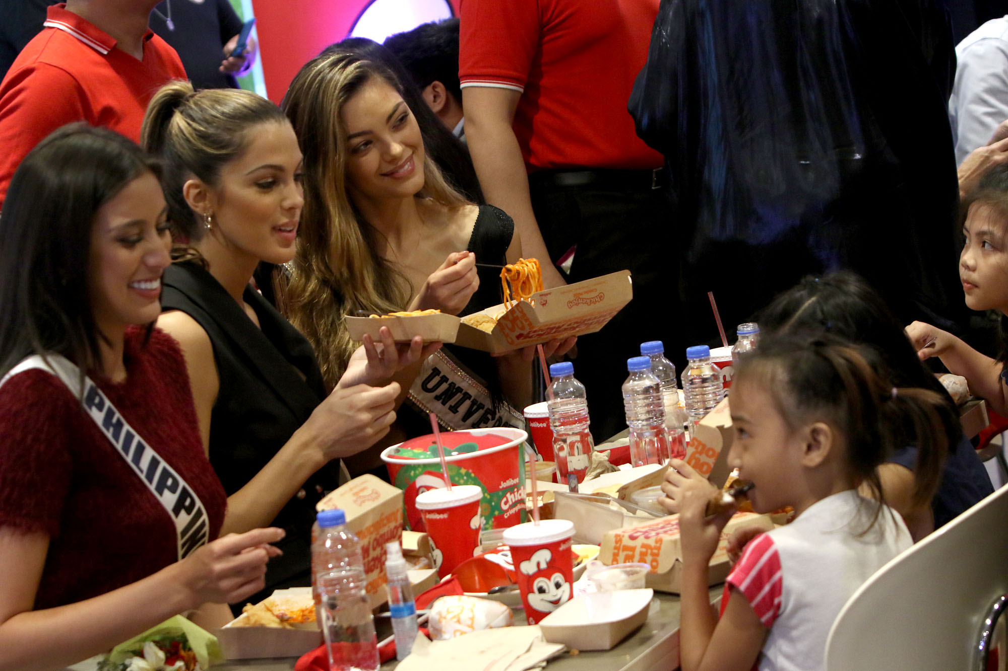 Miss Universe 2017 Demi-Leigh Nel-Peters, Miss Univers 2016 Iris Mittenaere, and Miss Universe Philippines Rachel Peters bond with the kids of Kanlungan sa Er-ma
