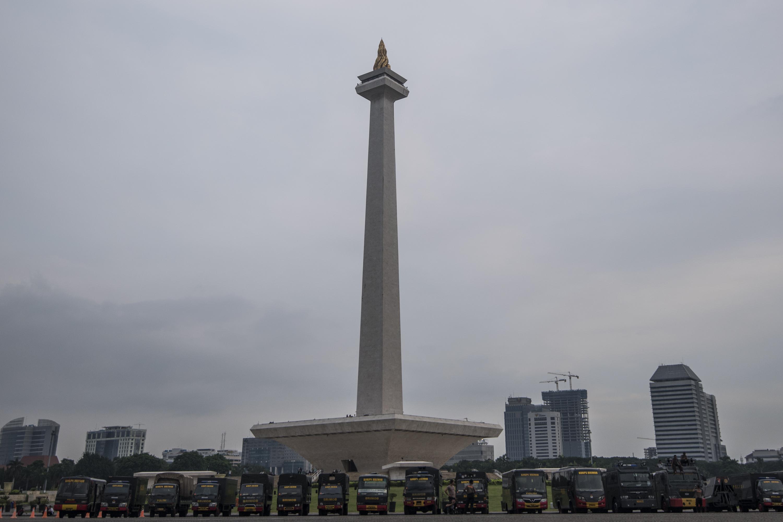 Kendaraan Brimob terparkir di kawasan Monas, Jakarta, pada 3 November 2016, jelang demo pada Jumat, 4 November. Foto oleh Sigid Kurniawan/Antara