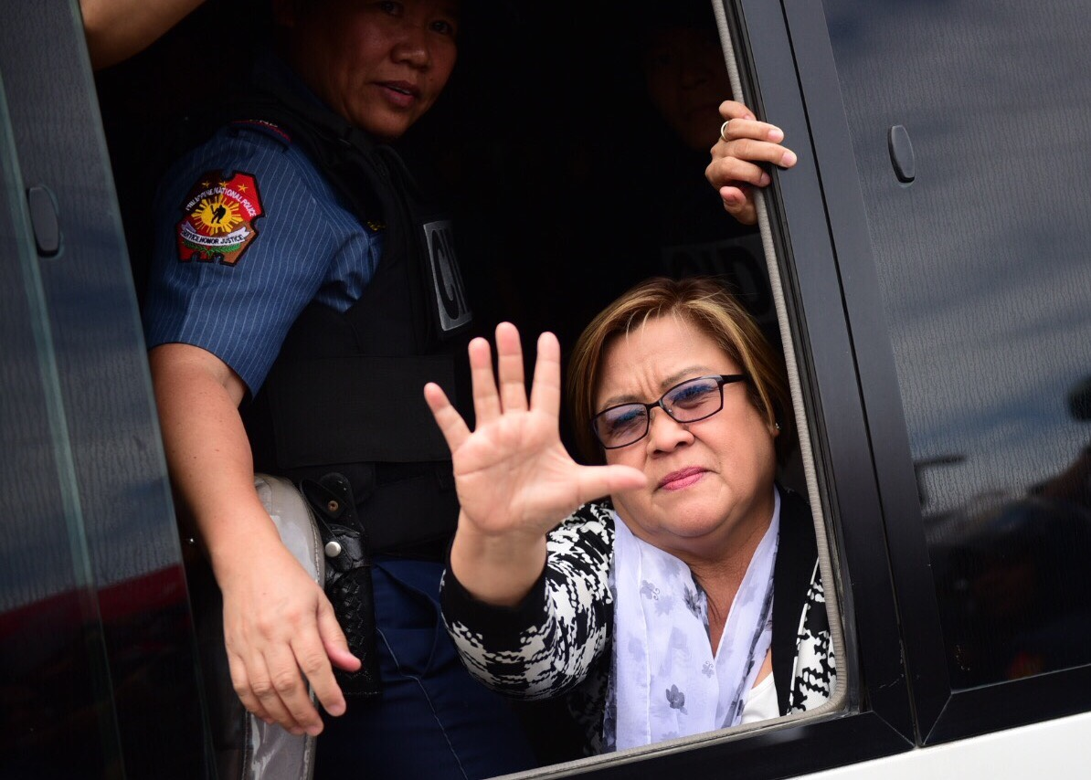 DEFIANT. Senator Leila de Lima waves to supporters before heading to her detention cell in Camp Crame on February 24, 2017. Photo by Alecs Ongcal/Rappler