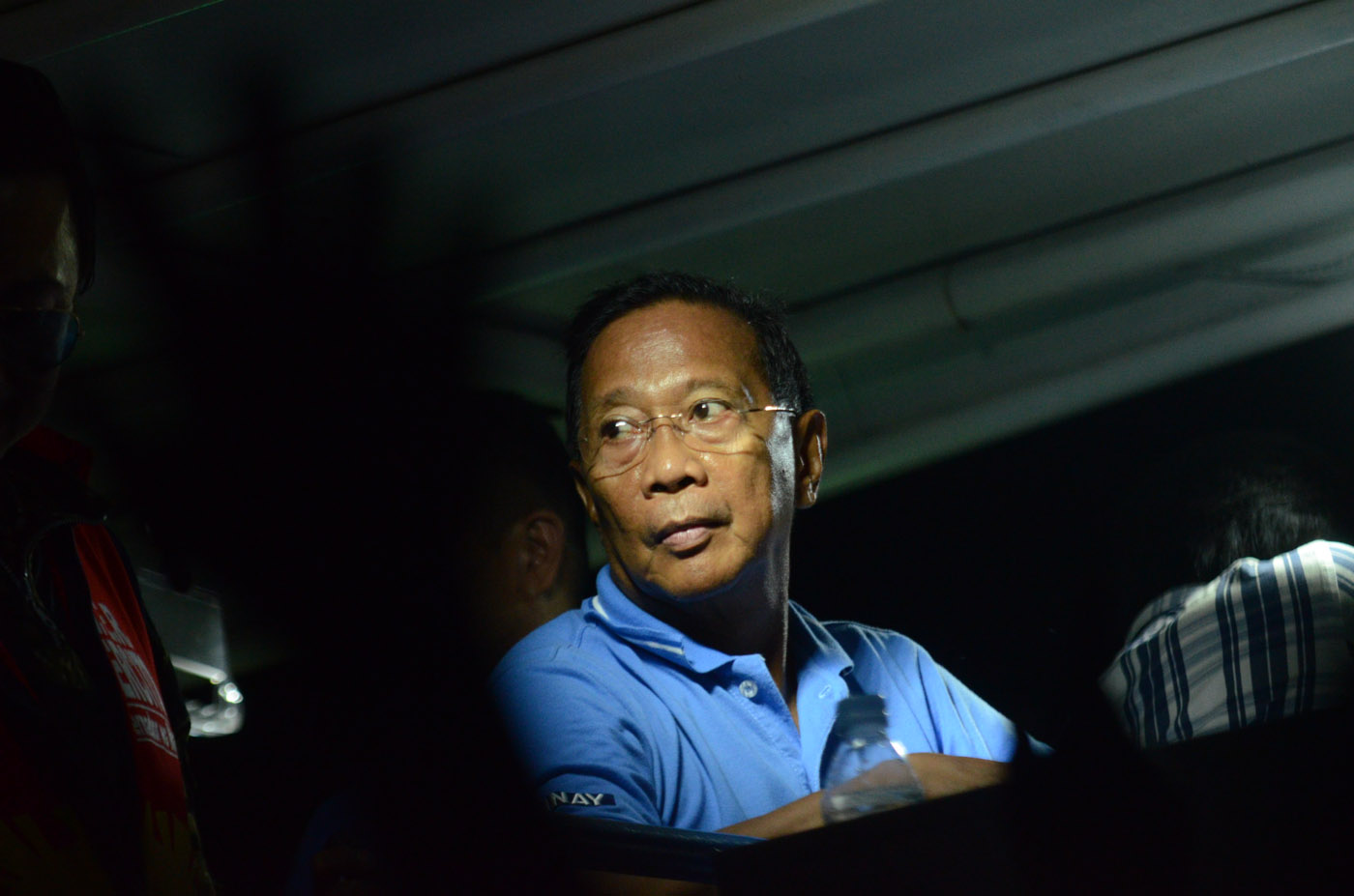 UNA STANDARD-BEARER. Vice President Jejomar Binay campaigns into the night during one sortie in Laguna. Photo by Alecs Ongcal/Rappler