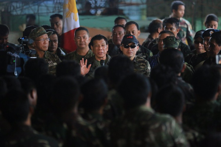 SECOND TIME. President Rodrigo Duterte visits government troops in Marawi City on Friday, August 4. Presidential photo