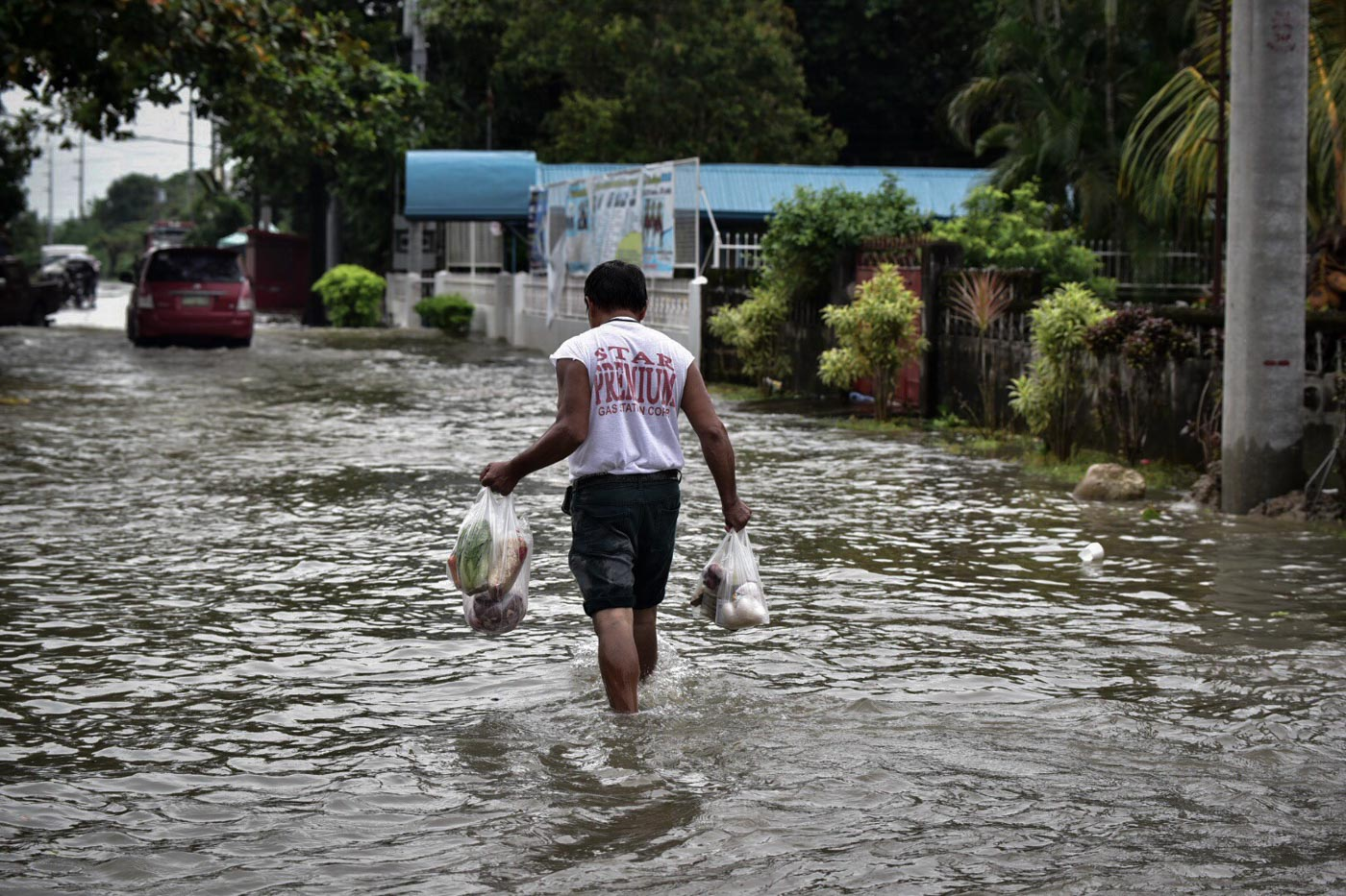 HELP NEEDED. La Paz Mayor Bong Manuel seeks assistance from the national government not just for relief goods but also for augmentation support from the Department of Agriculture to help the farmers plant again.