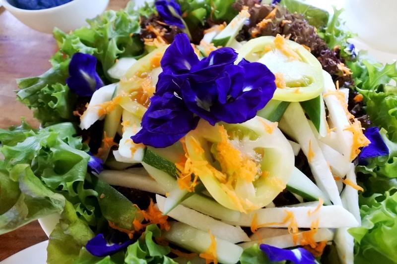 FRESH. Marianou2019s cafu00e9, Mirasol, serves salads from fresh produce. Photo by Rhea Claire Madarang