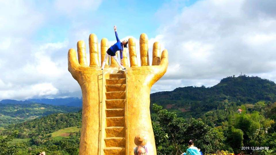 MORE PHOTO OPS. The giant outstretched palm is also a hit among tourists. Photo courtesy of Sirao Garden