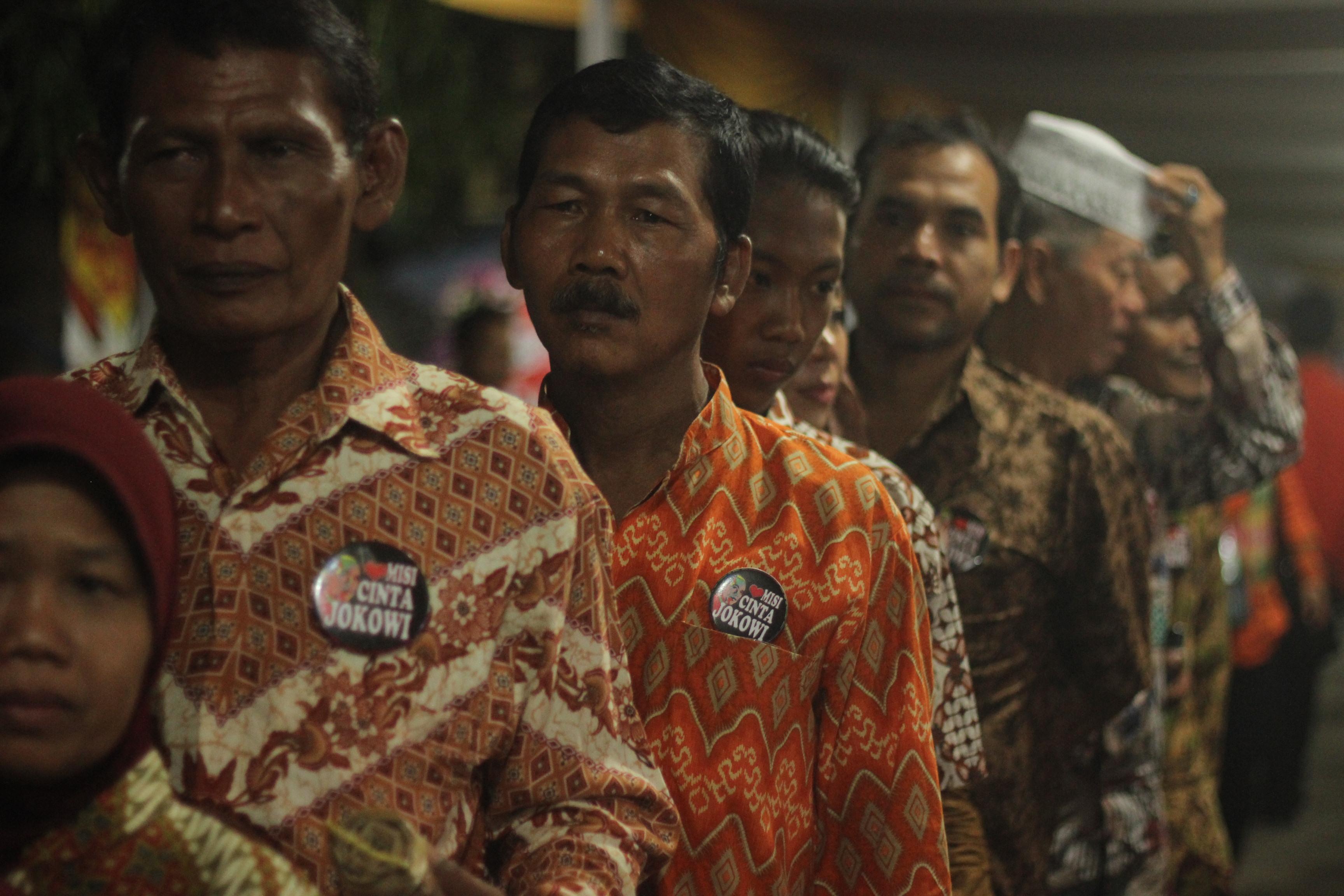 Para relawan Jokowi turut menghadiri pernikahan Gibran dan Selvi. Foto oleh Ahmad Arfi/Rappler
