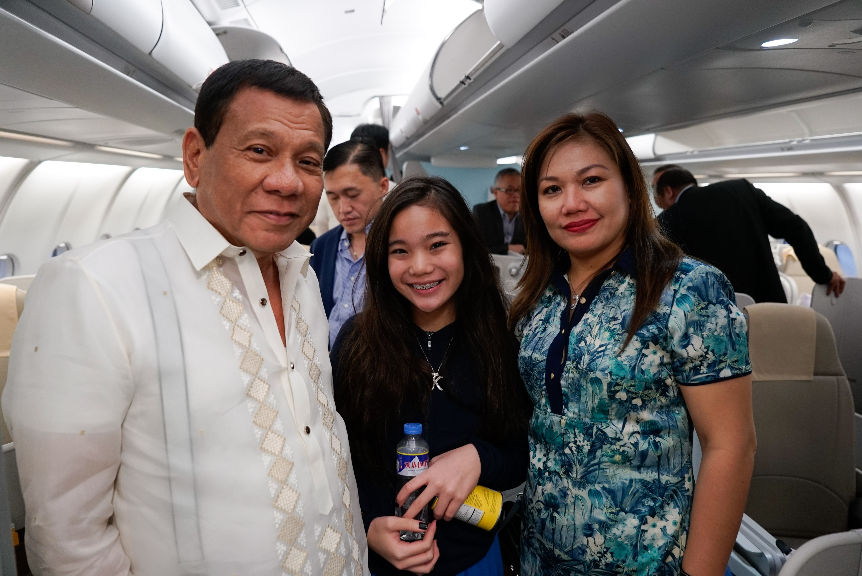 PRESIDENTIAL DAUGHTER. President Rodrigo Duterte, his partner Honeylet and their daughter Veronica pose for a photo en route to Cambodia for an official visit in May 2017. Malacau00f1ang file photo