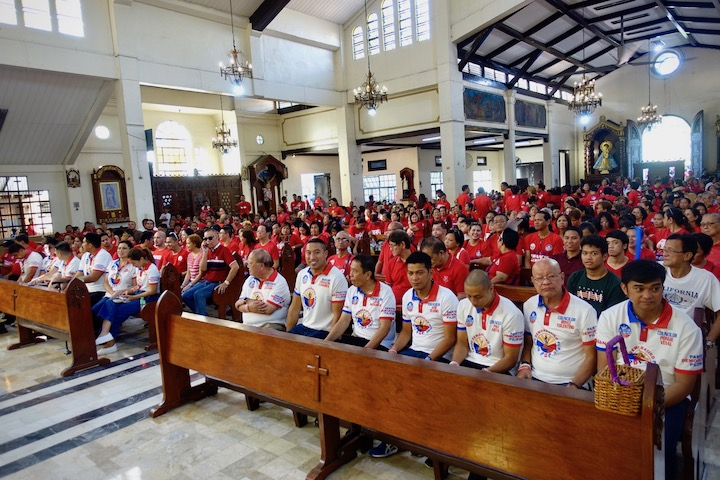 MASS BEFORE RALLY. San Juan Mayoral candidate Francis Zamora and his party allies in PDP-Laban attend mass before their proclamation parade and rally. Photo by Rambo Talabong/Rappler