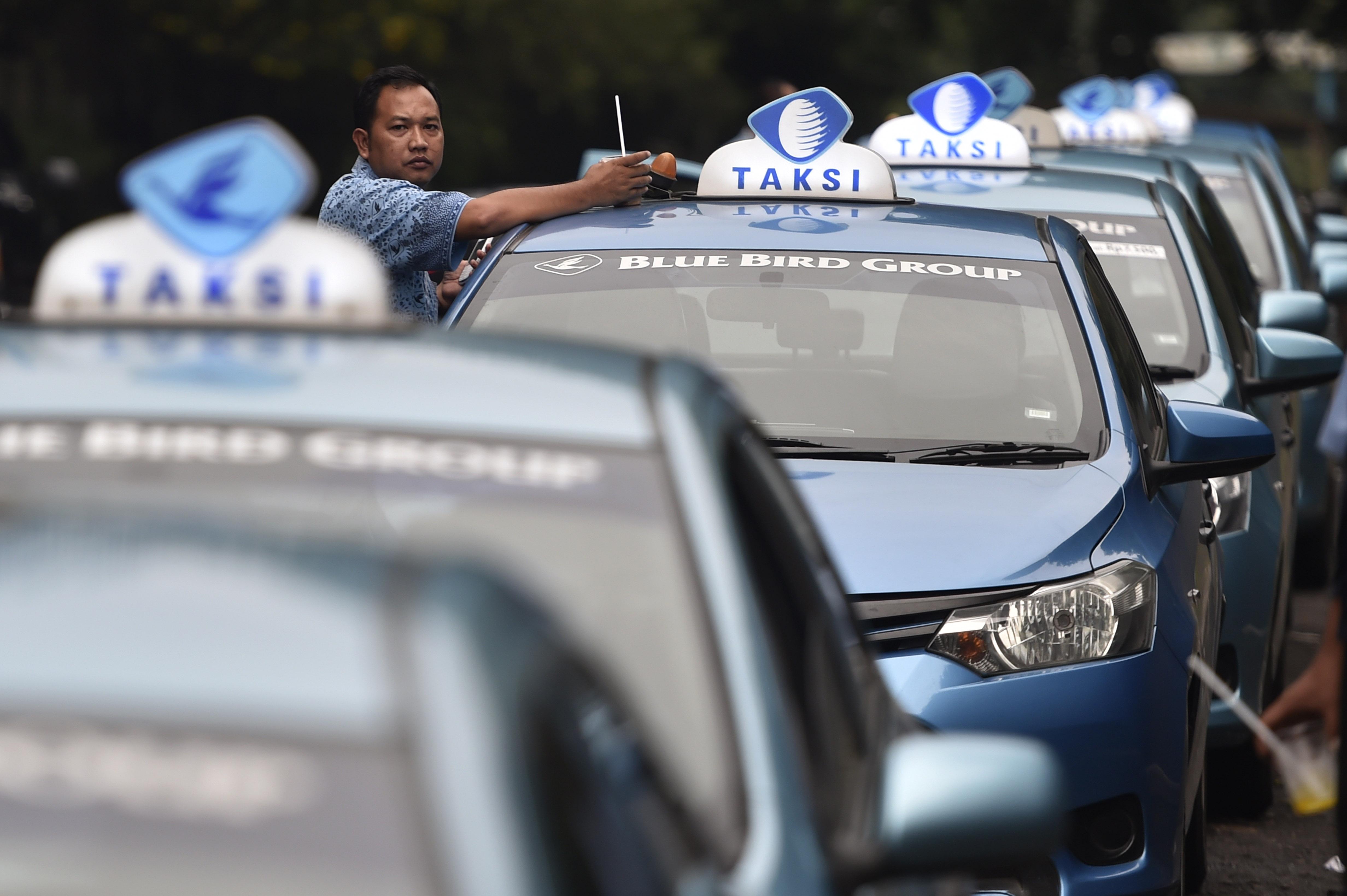 TAKSI GRATIS. Perusahaan taksi Blue Bird Group memberikan layanan gratis selama 24 jam pada Rabu, 23 Maret. Foto oleh Puspa Perwitasari/ANTARA