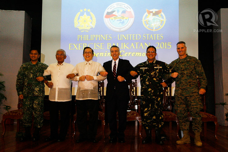 ANNUAL WAR GAMES: Officials link arms during the opening ceremony of the 2015 Balikatan Exercises between the Philippines and US at the Camp Aguinaldo in Quezon City on Monday, April 20. (L-R) VADM Alexander S Lopez APF, PH Exercise Director, BK15; Sec. Voltaire T. Gazmin, Department of National Defense; Usec Evan P. Garcia, Department of Foreign Affairs; Hon. Philip S. Goldberg,US Ambassador to the Philippines; Gen. Gregorio Pio P. Catapang, Chief of Staff, AFP; and BGEN Christopher J. Mahoney USMC, US Exercise Deputy Director. Photo by Ben Nabong/Rappler