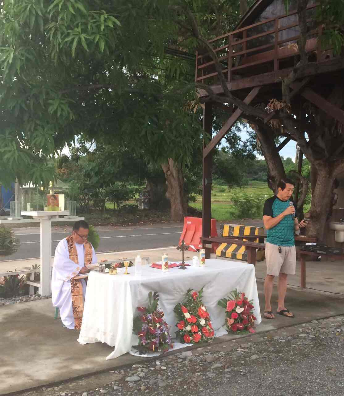 A FATHER'S PROMISE. Fariu00f1as speaks during a Mass held in memory of JR on June 11. Behind Fariu00f1as is the treehouse he made in honor of his late son. Photo courtesy of Fariu00f1as