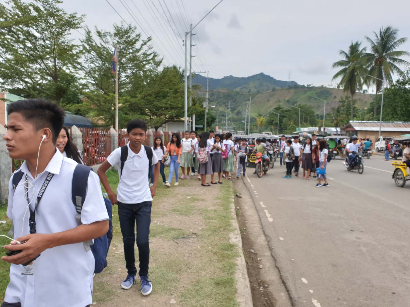 SAFETY FIRST. Students rush out of the Don Mariano Peralta High School in Malita, Davao Occidental. Photo by Allan Nawal/Rappler