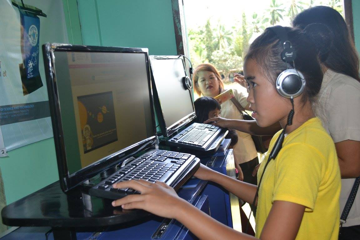 CREATIVE LEARNING. A student in a Bohol public  school at a STARBOOKS site.  Photos from DOST Starbooks Facebook page