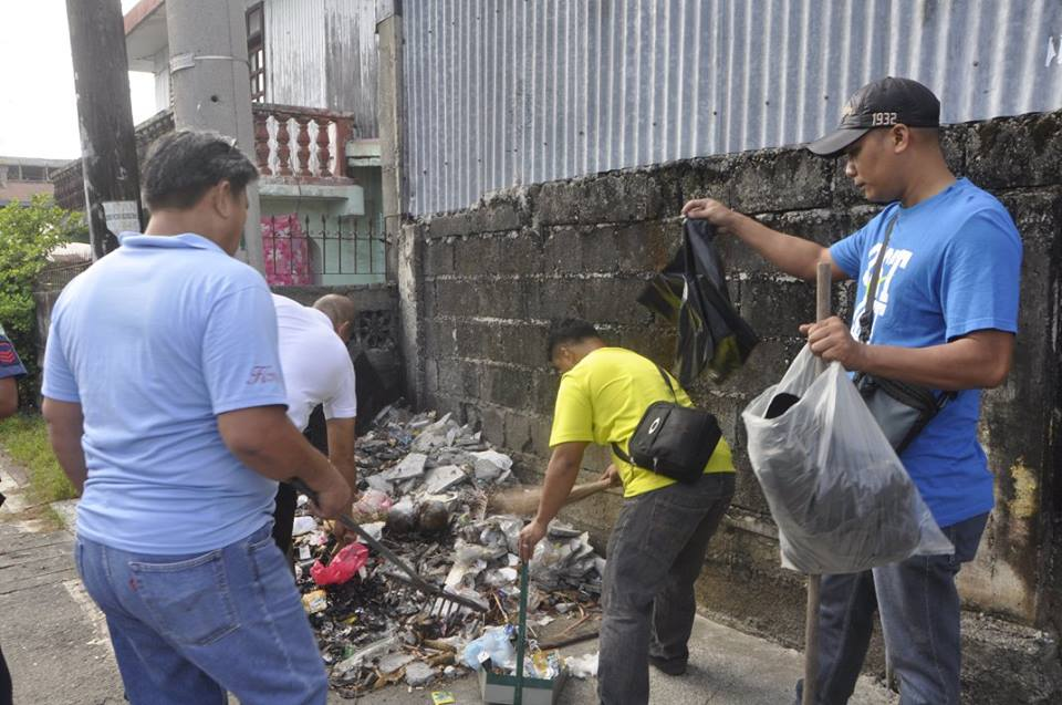 Residents in Isabela participate in the province-wide anti-dengue campaign