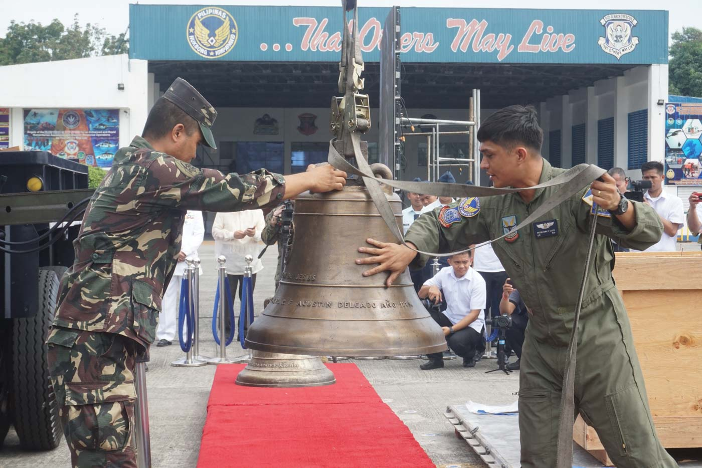 WAR SPOILS. The Balangiga Bells return to the Philippines 117 years after these were taken to America by US troops. Photo by Carmela Fonbuena/Rappler