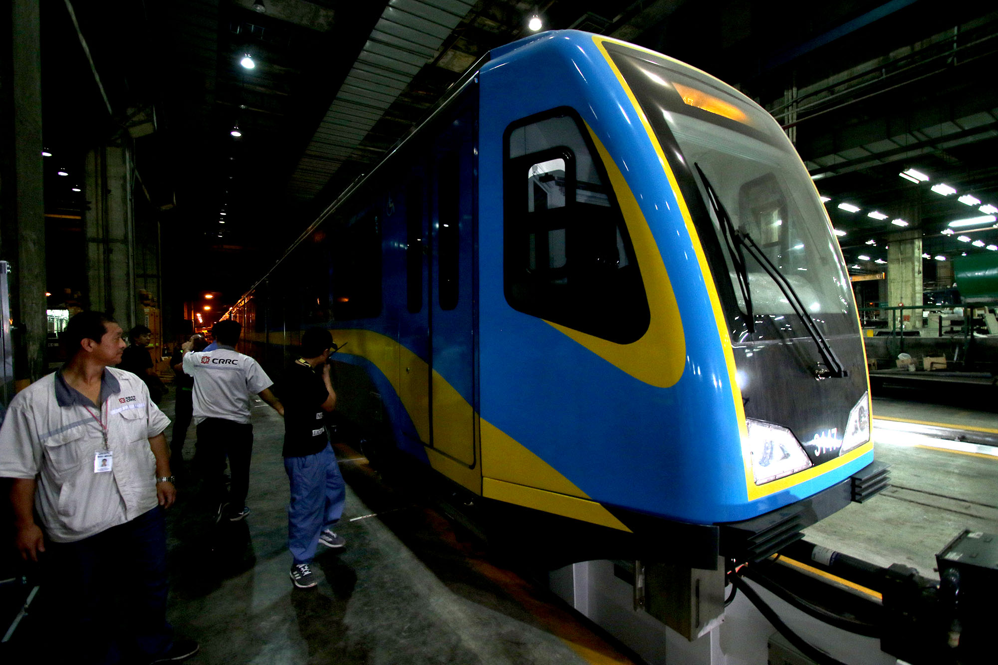 AUDIT. MRT3 officials, TUV Rheinland, and representatives of the Joint ADB-Australia Aid Advisory Panel witness the completion of the weight-testing of Dalian trains in MRT Depot, Quezon City on April 19, 2018. Photo by Inoue Jaena/Rappler