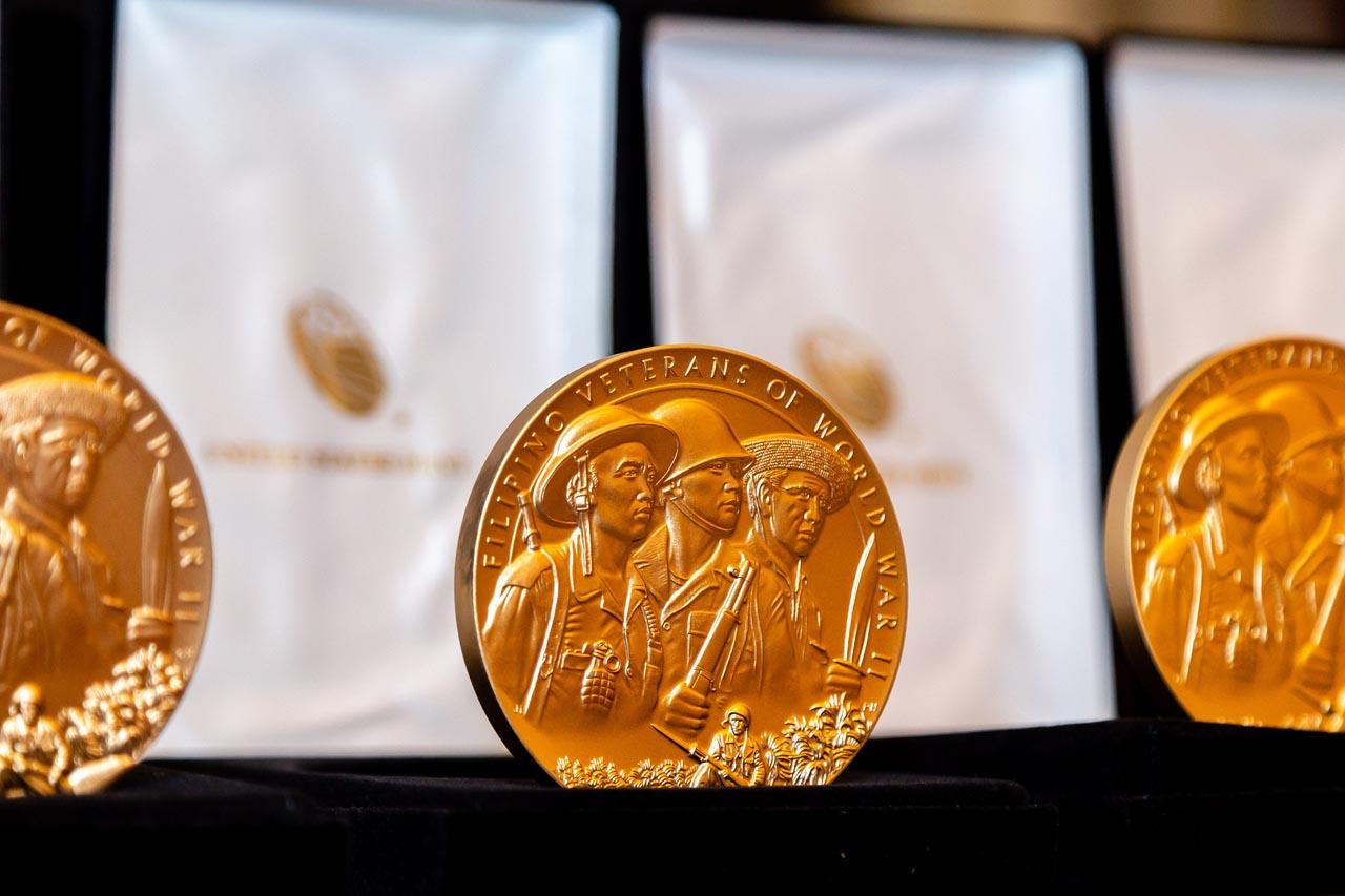 REPLICA. Bronze replicas of the US Congressional Gold Medal.