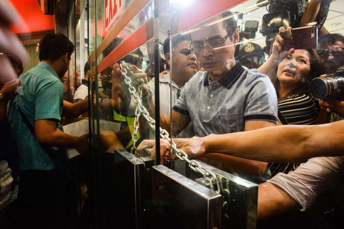 CLOSED. Manila Mayor Isko Moreno serves the closure order against Isetann mall in Recto. Manila PIO photo