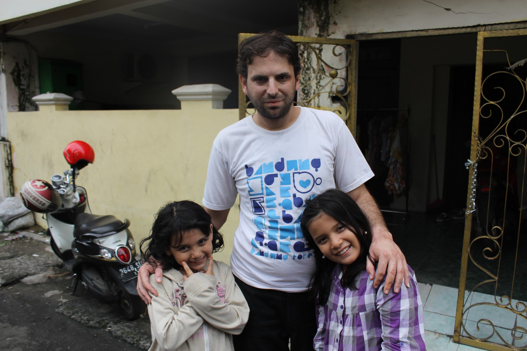 FATHER'S CONCERN. Ahmed says his priority are his two young daughters and giving them a better life. Photo by Han Nguyen/Rappler