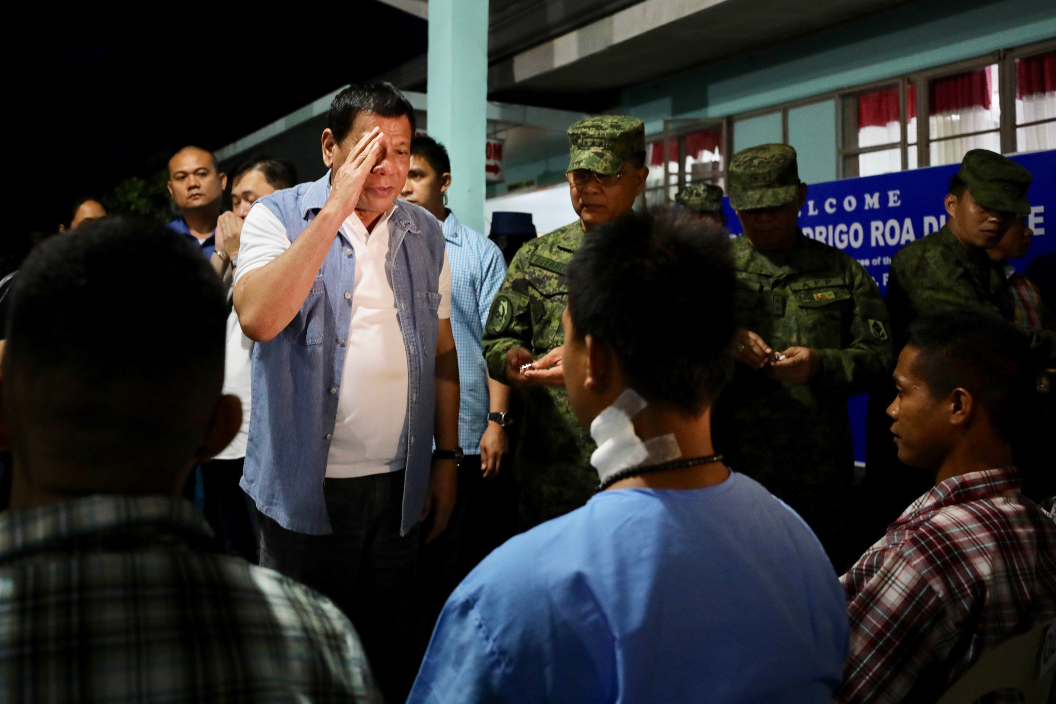 BACK IN ACTION. After almost a week without public activities, President Rodrigo Duterte visits wounded soldiers at Camp Edilberto Evangelista Station Hospital in Cagayan de Oro City. Malacau00f1ang photo