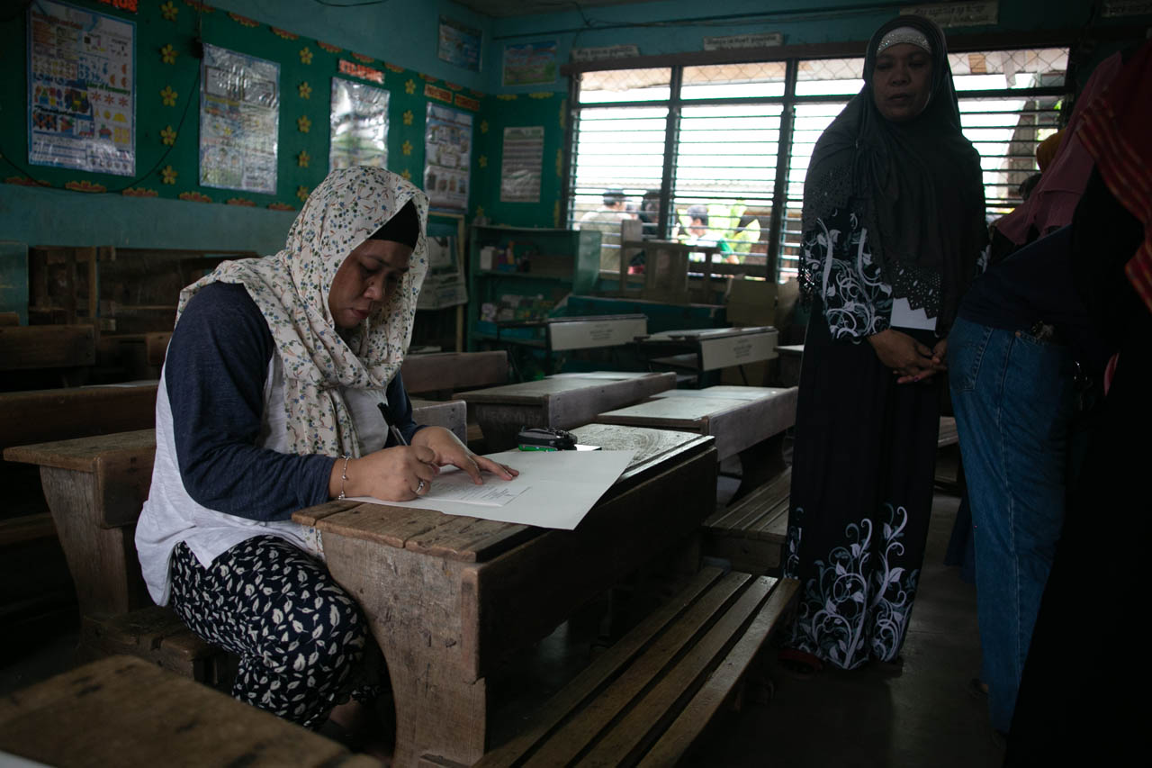 HISTORIC VOTE. A Moro woman casts her vote in a polling precinct in Simuay Junction Central Elementary School in Simuay, Sultan Kudarat on January 21, 2019, day of the plebiscite for the Bangsamoro Organic Law. Photo by Manman Dejeto